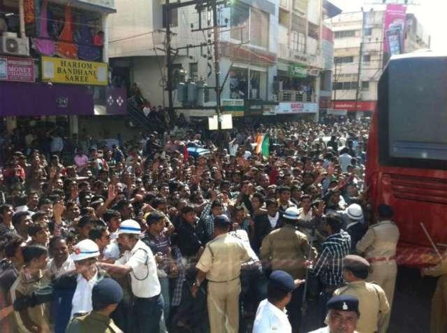 crowds at rajkot-1024